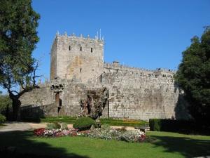 Castillo_de_Sotomaior_(Pontevedra)[1]
